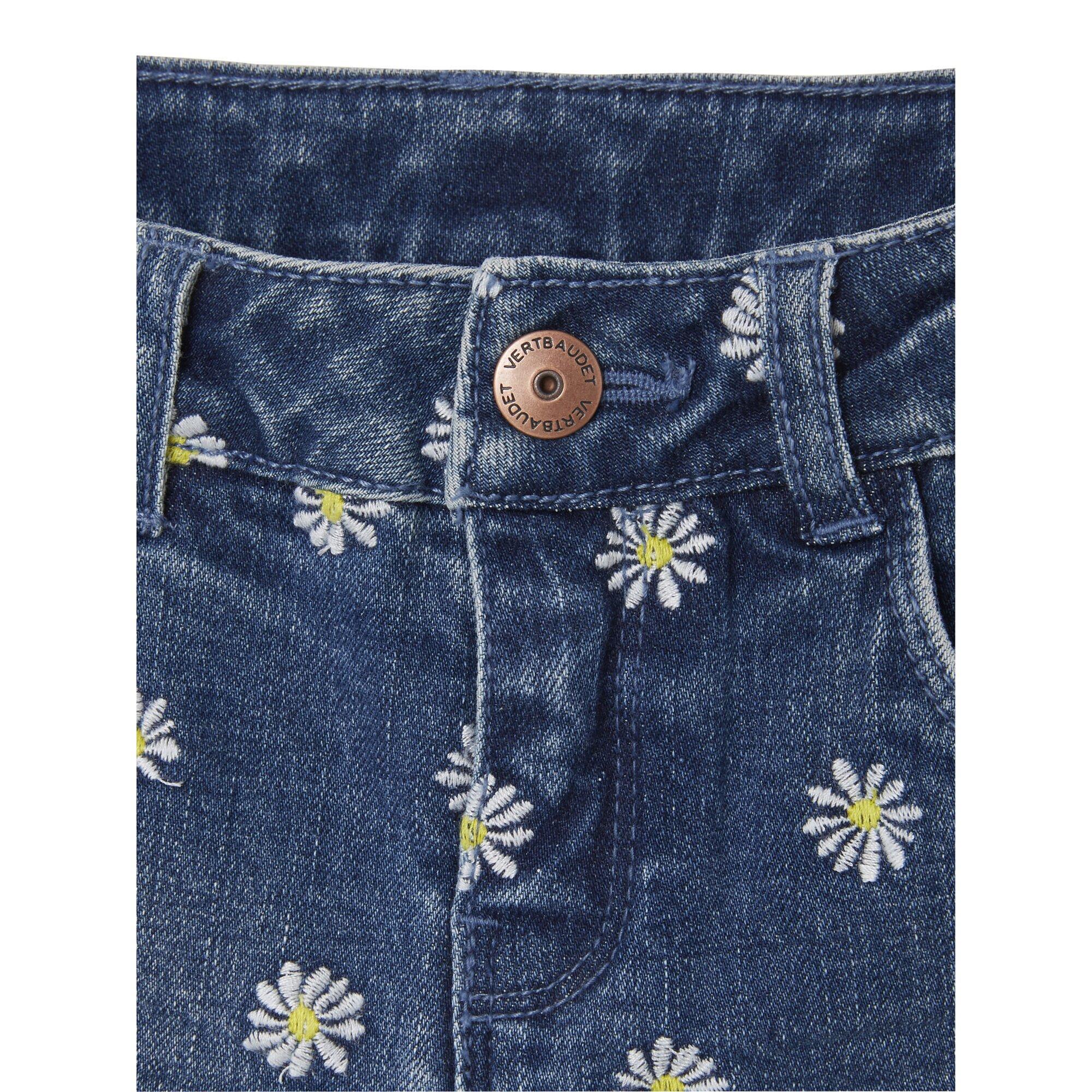 vertbaudet-madchen-jeansshorts-mit-floraler-stickerei, 23.99 EUR @ babywalz-de