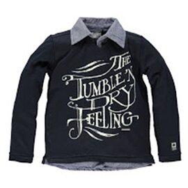 Le t-shirt à manches longues avec chemise