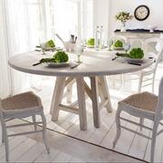 Tisch Tinee aus Kiefernholz